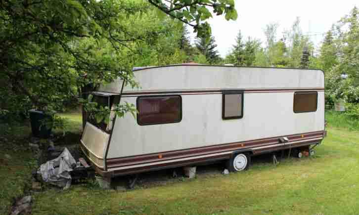 b rstner wohnwagen mit fest ausgebautem wohnwagen wohnmobile. Black Bedroom Furniture Sets. Home Design Ideas