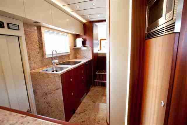 expeditionsmobil reisemobil scania allrad wie wohnwagen. Black Bedroom Furniture Sets. Home Design Ideas