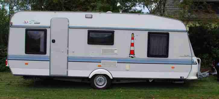 hobby wohnwagen mit etagenbetten und vorzelt wohnwagen wohnmobile. Black Bedroom Furniture Sets. Home Design Ideas
