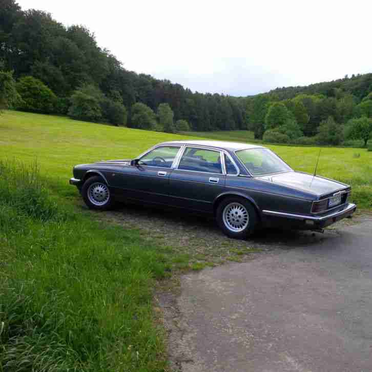 XJ 40 Sovereign Grau Metallic 253.000 km