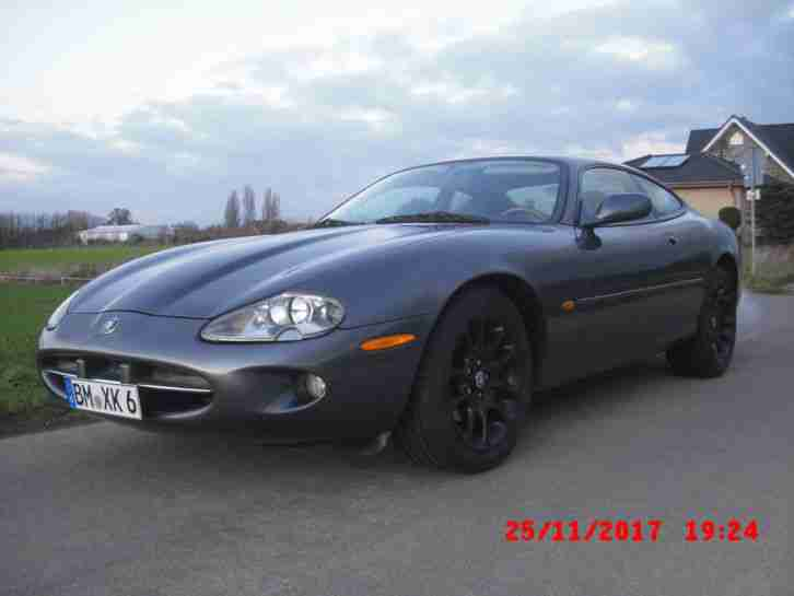 Jaguar XK8 Coupé Youngtimer in seltener Farbkombination sehr gepflegter Zustand