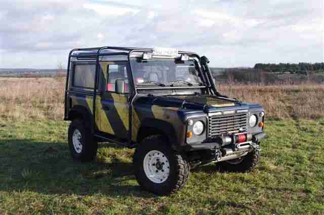 LAND ROVER DEFENDER OFF ROAD – TOP ZUSTAND!