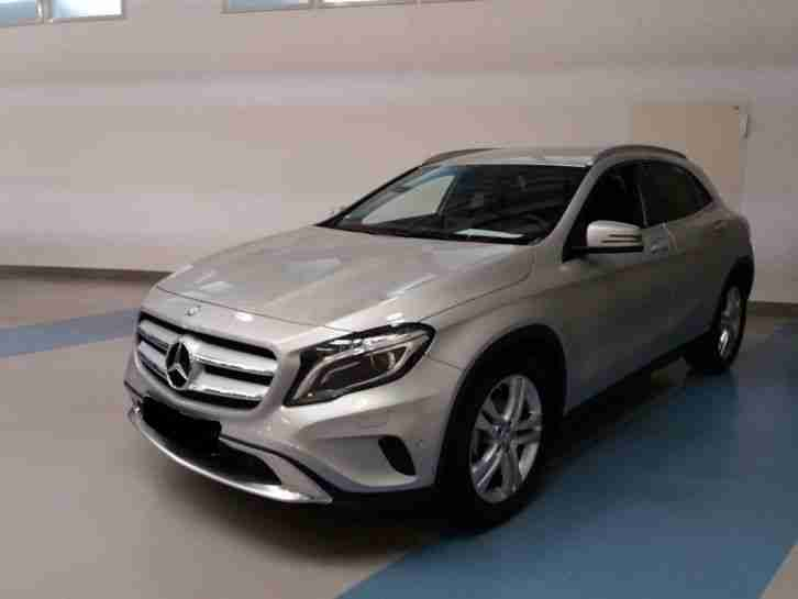 Mercedes GLA 180 Urban silber metallic