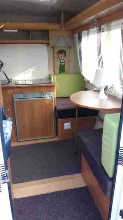 neu t v 17 kleiner leichter 750kg wohnwagen. Black Bedroom Furniture Sets. Home Design Ideas