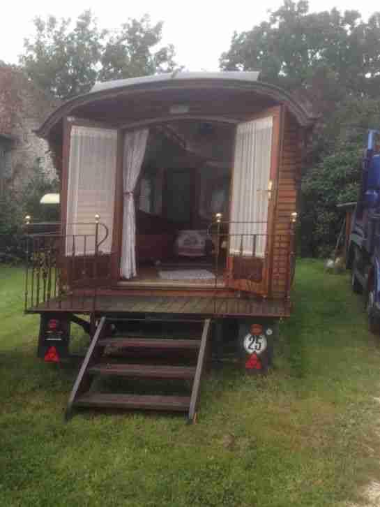 oberlicht wohnwagen aus holz sehr sch nes wohnwagen wohnmobile. Black Bedroom Furniture Sets. Home Design Ideas