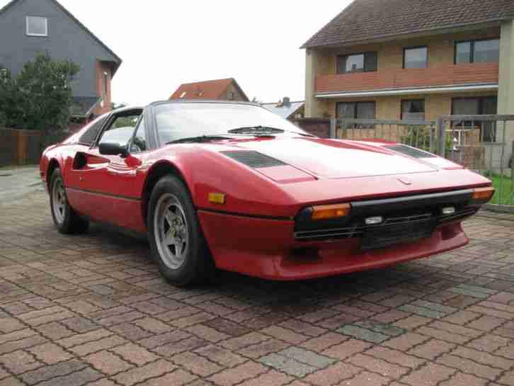 Oldtimer Ferrari 308 GTSi In Rot Mit Targadach Tolle