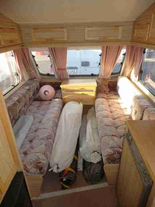 reisewohnwagen elddis wisp mit toilette wohnwagen. Black Bedroom Furniture Sets. Home Design Ideas