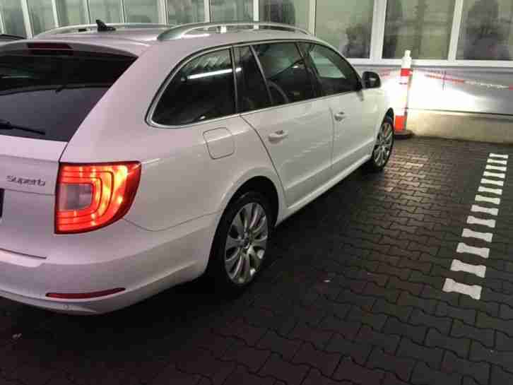 Skoda Superb 2.0 TDI Exclusive Leder, Xenon, Panoramadach, Navi, Soundsystem etc