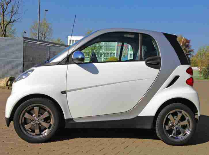 Smart fortwo softouch passion 84PS Panoramadach 8fach bereift EZ 4/09 49.500 km