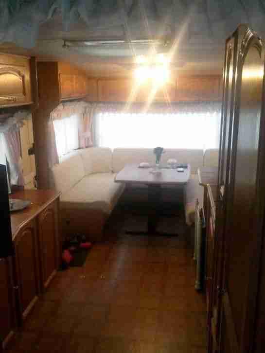 tabbert comtesse 680 mit t v wohnwagen wohnmobile. Black Bedroom Furniture Sets. Home Design Ideas