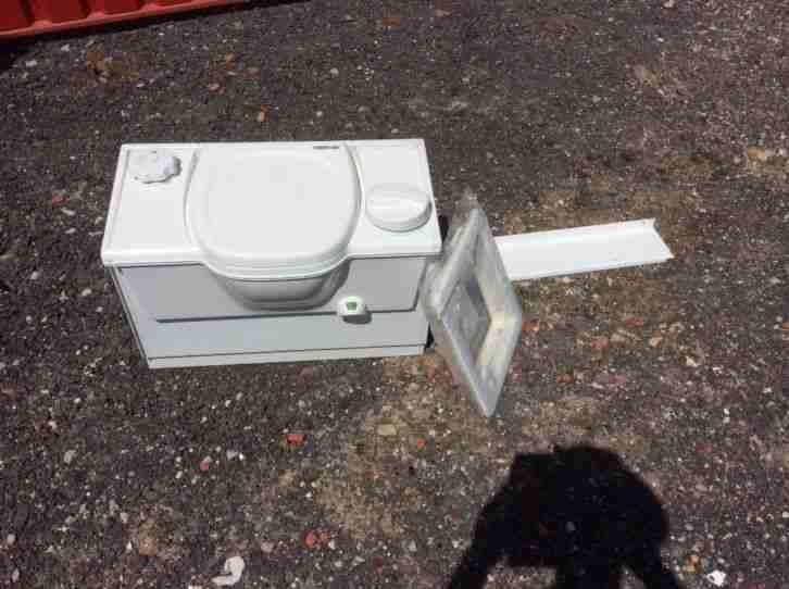 wohnwagen gebrauchtwagen alle wohnwagen toilette g nstig. Black Bedroom Furniture Sets. Home Design Ideas