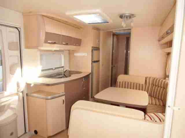 top wohnwagen modell la vita bionda 545 kmf. Black Bedroom Furniture Sets. Home Design Ideas