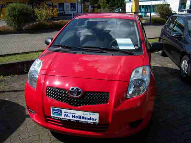 Yaris 1.0 VVT i Cool 8 fach bereift, Klima