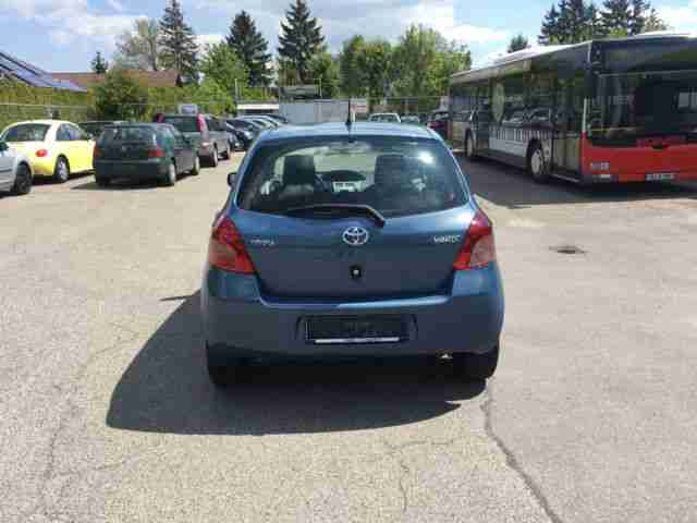 toyota yaris 1 3 vvt i sol tolle angebote in toyota. Black Bedroom Furniture Sets. Home Design Ideas