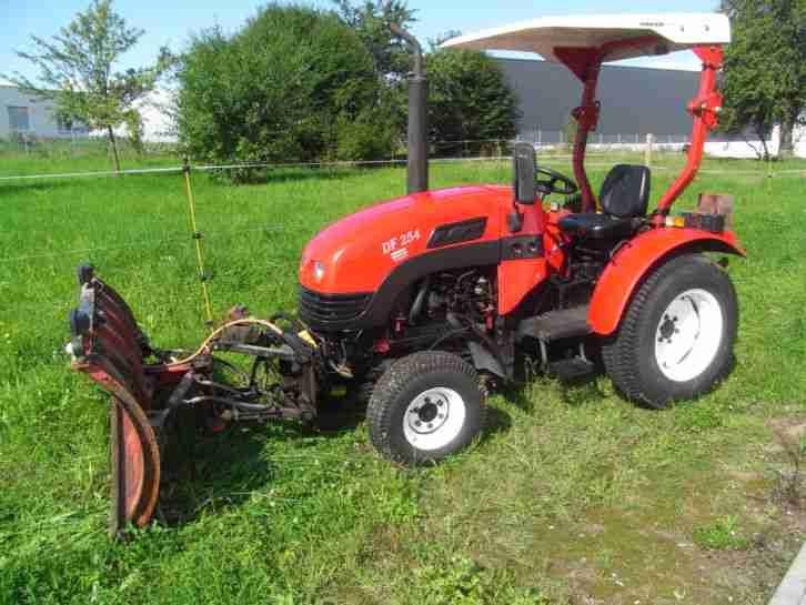 traktor dongfeng df254 mit schneeschild nutzfahrzeuge. Black Bedroom Furniture Sets. Home Design Ideas