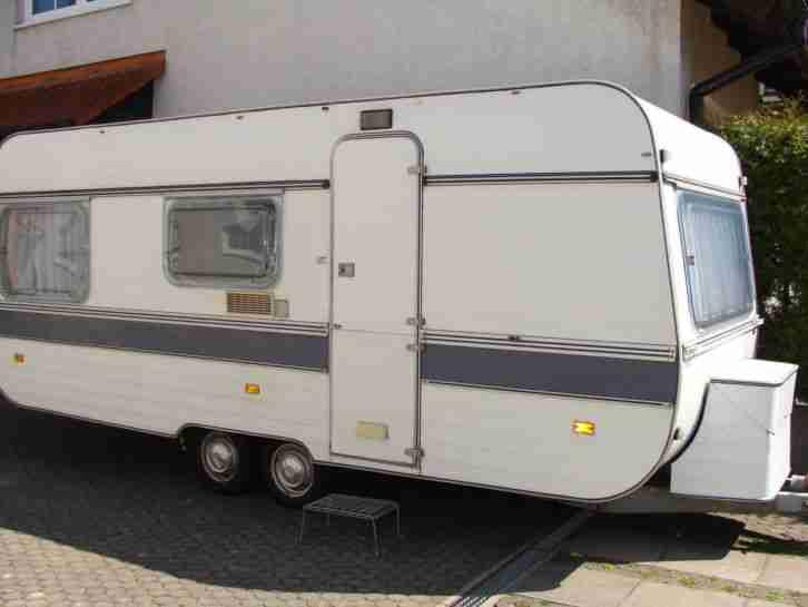 wohnwagen adria 530 mit vorzelt sehr sch n und wohnwagen wohnmobile. Black Bedroom Furniture Sets. Home Design Ideas