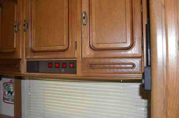 wohnwagen b rstner wohnwagen wohnmobile. Black Bedroom Furniture Sets. Home Design Ideas