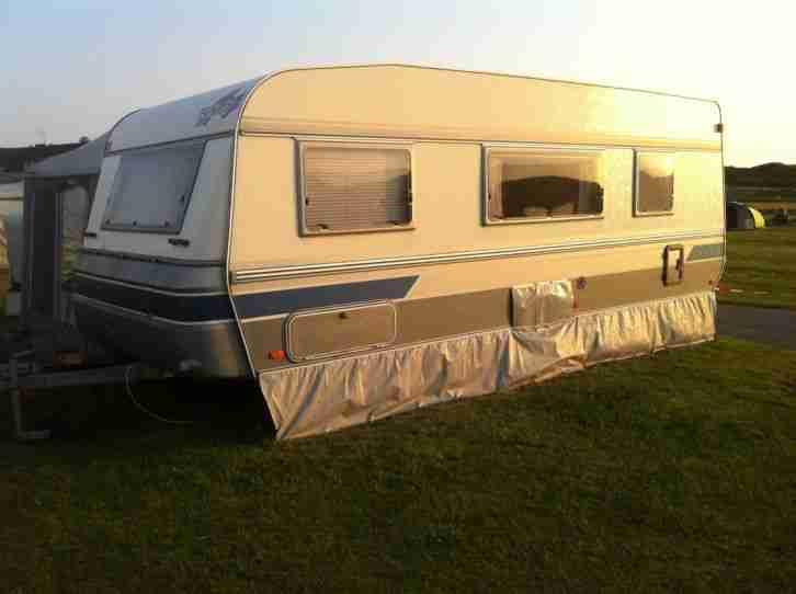 wohnwagen fendt joker 560 tkm mit etagenbetten wohnwagen. Black Bedroom Furniture Sets. Home Design Ideas