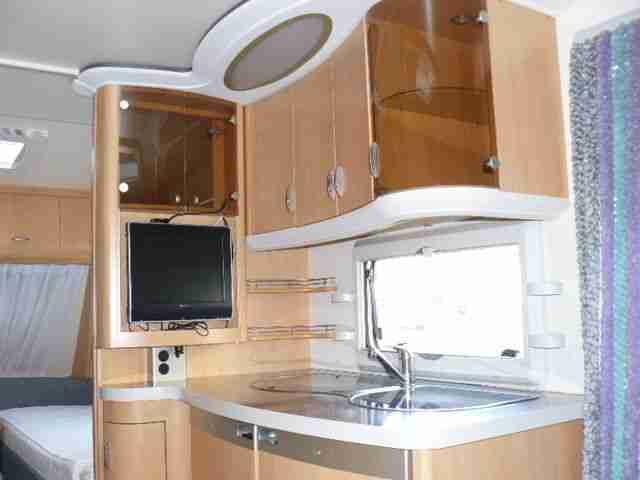 wohnwagen hobby 495 ul de luxe easy wohnwagen. Black Bedroom Furniture Sets. Home Design Ideas
