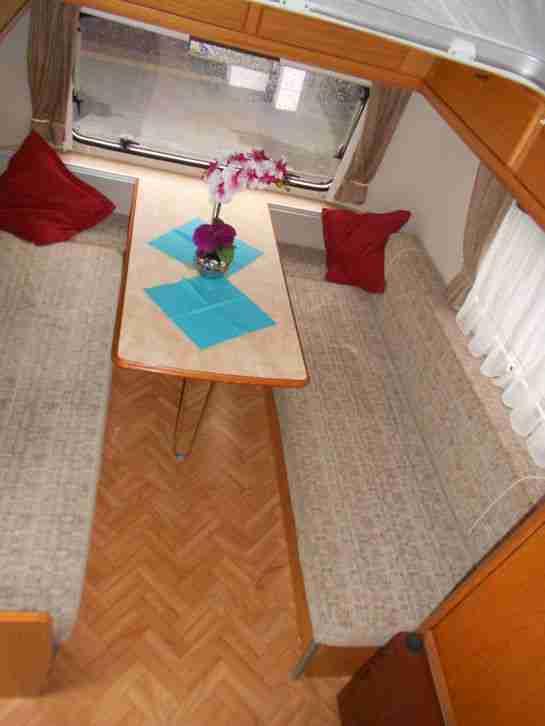 wohnwagen hymer eriba pan hubdach nur 750 kg wohnwagen. Black Bedroom Furniture Sets. Home Design Ideas