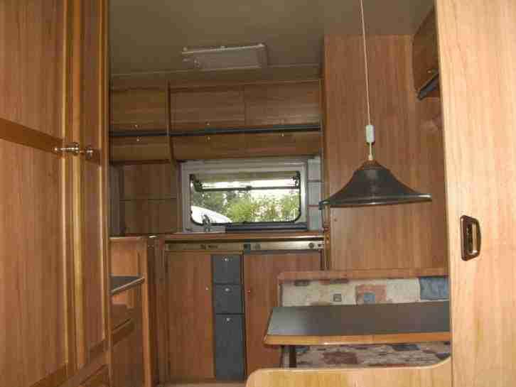 wohnwagen wilk mit fahrbarem schutzdach wohnwagen. Black Bedroom Furniture Sets. Home Design Ideas