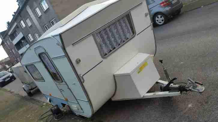 wohnwagen mit 2 jahren t v f r 3 personen wohnwagen. Black Bedroom Furniture Sets. Home Design Ideas