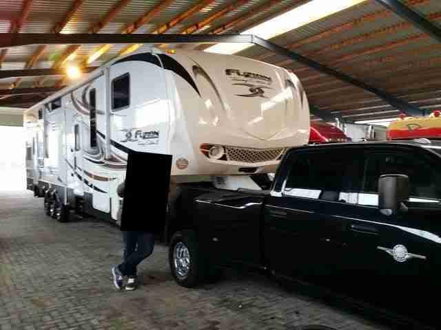 Dodge Ram Sattelauflieger >> XXL Wohnmobil Wohnwagen Pferdetransporter - Wohnwagen & Wohnmobile.