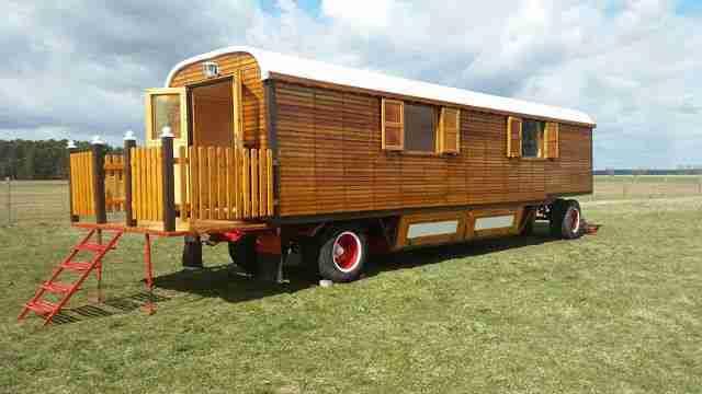 zirkuswagen schaustellerwagen bauwagen wohnwagen wohnmobile. Black Bedroom Furniture Sets. Home Design Ideas