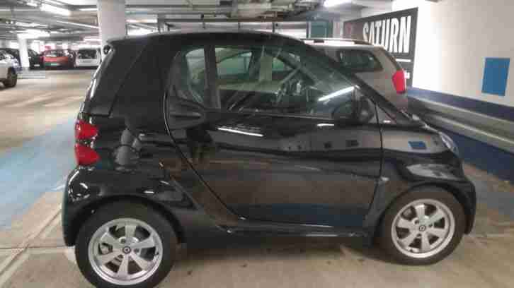 schwarzer Smart fortwo coupe`
